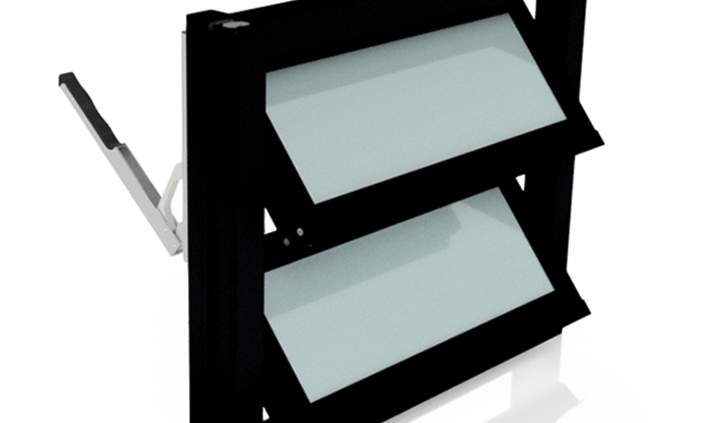 Lamellenfenster ohne thermischer Trennung, Verkehrsschwarz, satiniertes Glas (Milchglas) mit Handhebel rechts